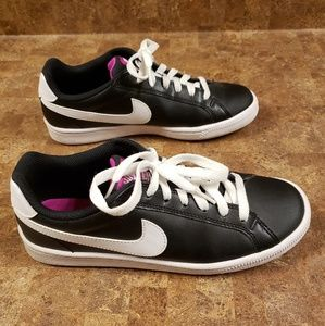 Nike Leather Shoes (Size 7)